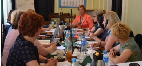 Spotkanie wiceminister zdrowia (pielęgniarka) z konsultantami krajowymi w dziedzinach pielęgniarstwa. Zobacz zdjęcia.