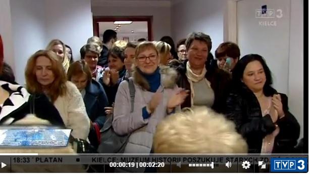 Zobacz reakcję pielęgniarek i położnych po podpisaniu porozumienia w Staszowie. Zobacz materiał telewizyjny z momentu podpisania porozumienia…