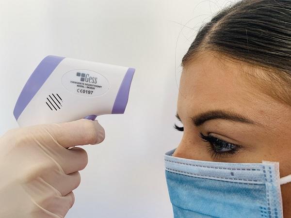 Termometr medyczny – narzędzie w pracy pielęgniarki i położnej.