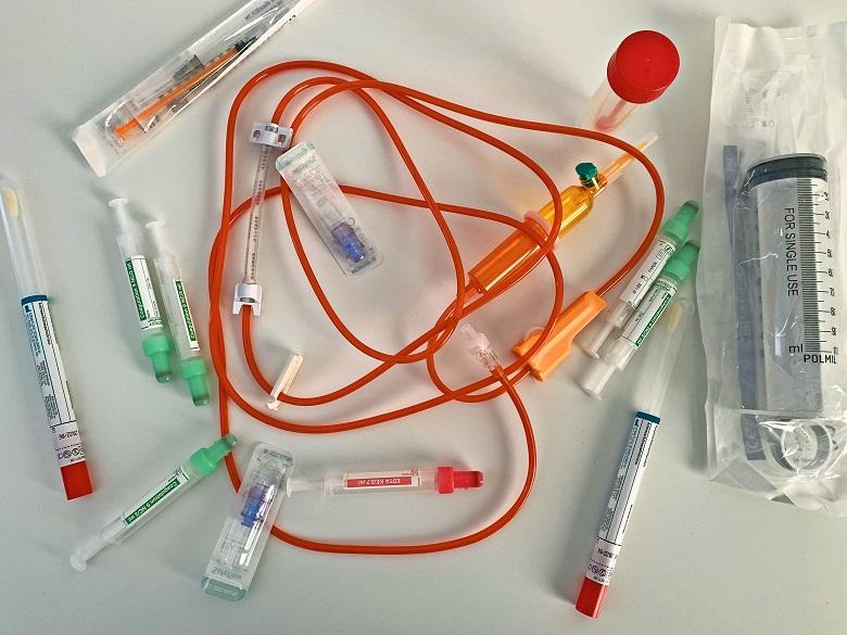 MZ – dodatek COVID średnio lekarz 6,5 tys., pielęgniarka 3 tys.