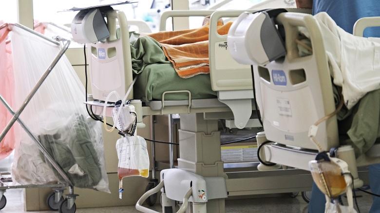Jaka jest liczba zarażonych pielęgniarek, lekarzy, ratowników i innych pracowników.