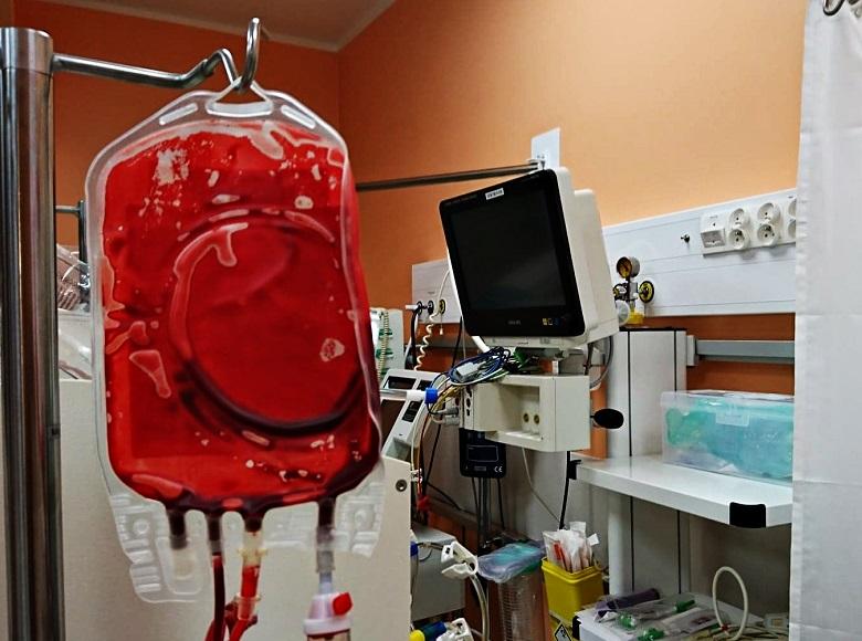 Pielęgniarka podała lek doustny do venflonu. Pacjent zmarł. Wyrok sądu.