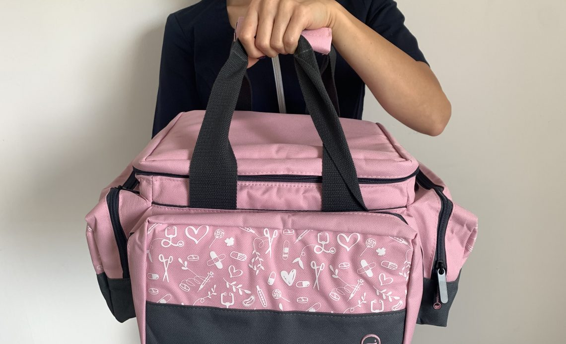 Niezbędnik pielęgniarki i położnej – torba pierwszej pomocy.